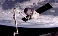 spacex-dragon-captured-iss1